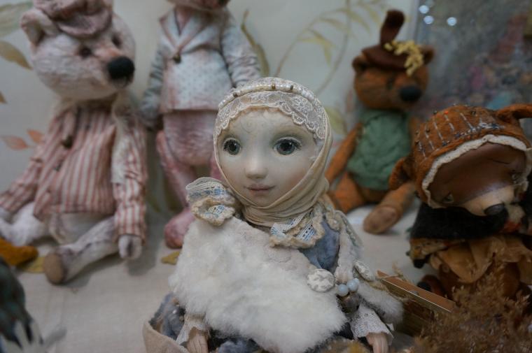 кукла, автор