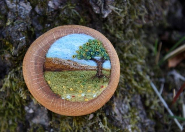 броши из дерева