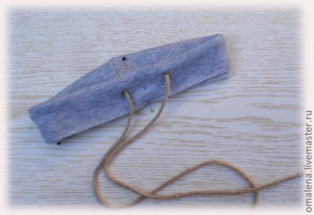 В пояс вставляем шнурок (подходящего шнура не нашла, пришлсь быстренько  сплести). Если хотите вставить резинку, то отмеряйте резинку нужной длинны,  ... 11bfd9a4958