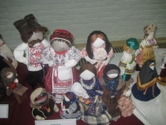 кукла в костюме