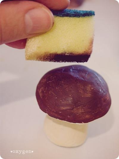Как сделать грибочек из фольги и паперклея, фото № 6