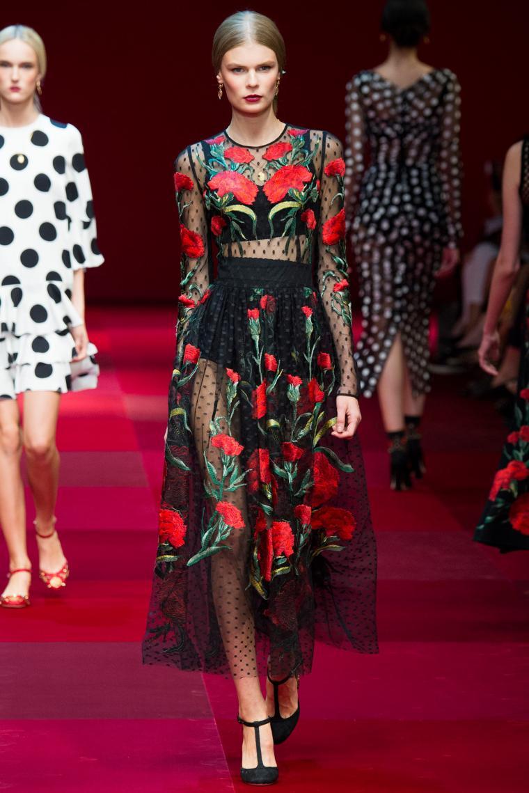 Черное платья с красными цветами вышивкой