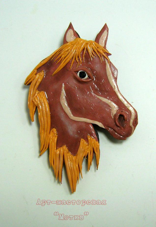 брошь лошадь
