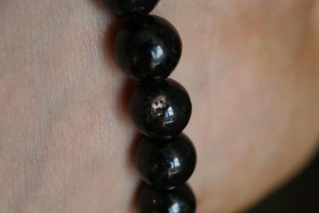 натуральные камни, нуумит, камни черного цвета, амулеты, нууммит, необычные фотографии, фотографии минералов