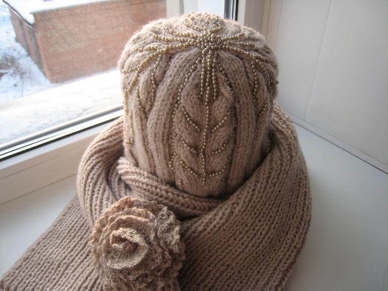 шапка спицами, шарф с бахоромой