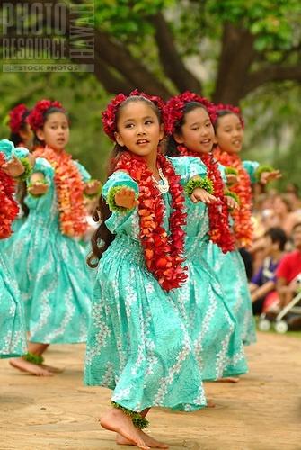 Keiki hula dancers from Halau Hula O Hokulani dancing at the Kapiolani park