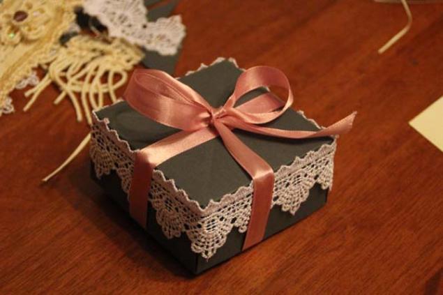Как можно красиво украсить коробку своими руками