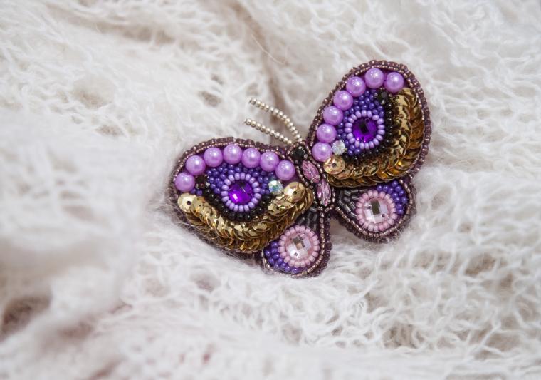 вышитая бабочка