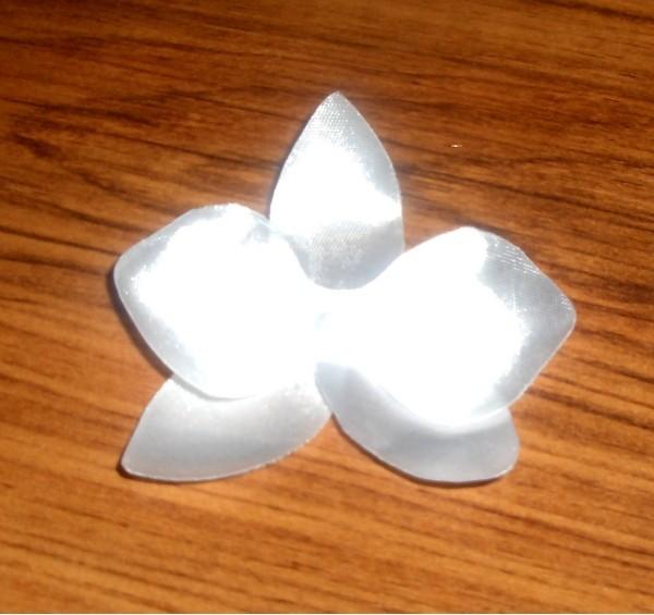 цветок из ткани