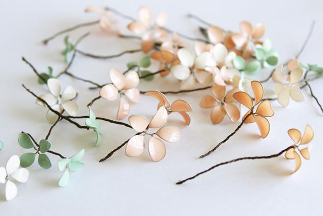 Цветы из лака и из проволоки