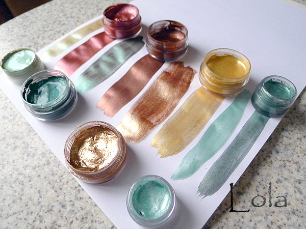Shimmering watercolors with their hands