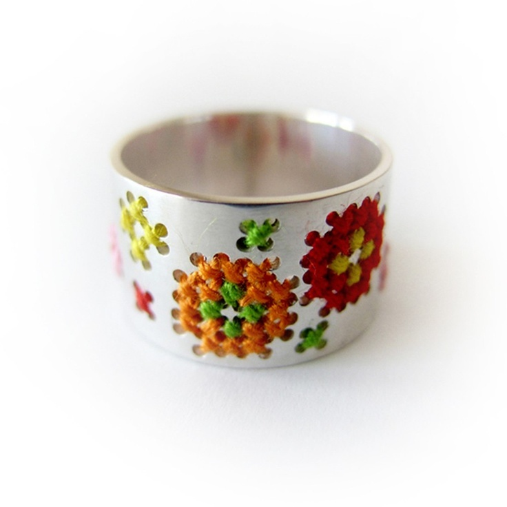 Silver Embroidery ring designed by Corina Rietveld.