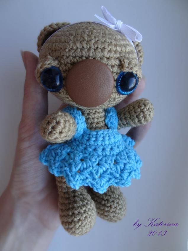 Платье для вязаной игрушки крючком