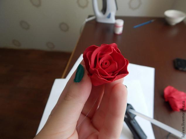 Реалистичная роза из фоамирана своими руками, фото № 17