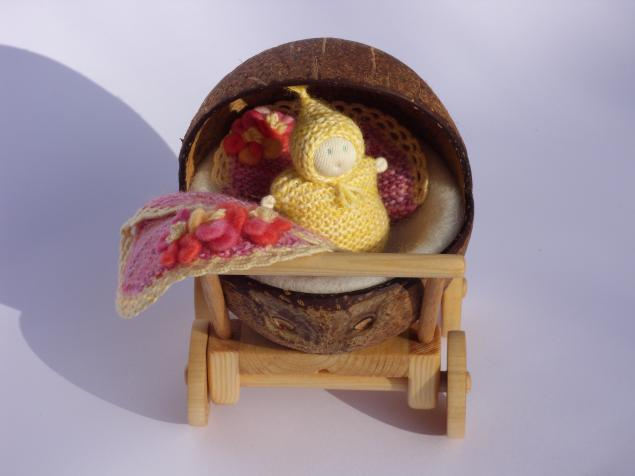 куколка в коляске, коляска с куклой, коляска для куклы
