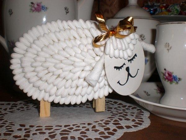 Как сделать овечек из ватных палочек
