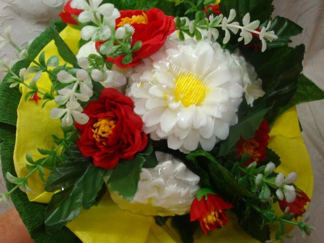 белые цинии, букет цветов, ароматный букет, полезный букет, мыльные цинии