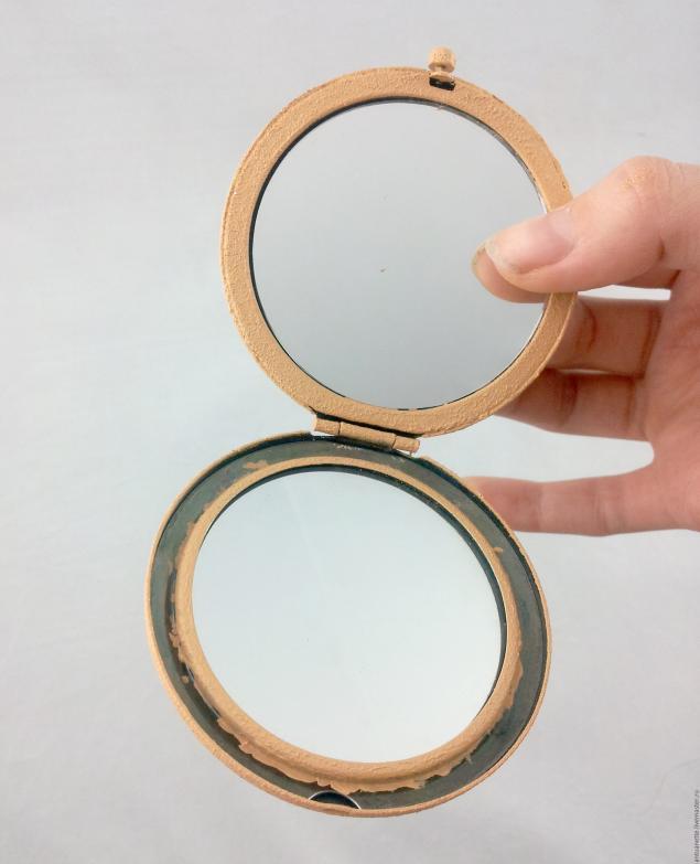 Как украсить карманное зеркальце своими руками