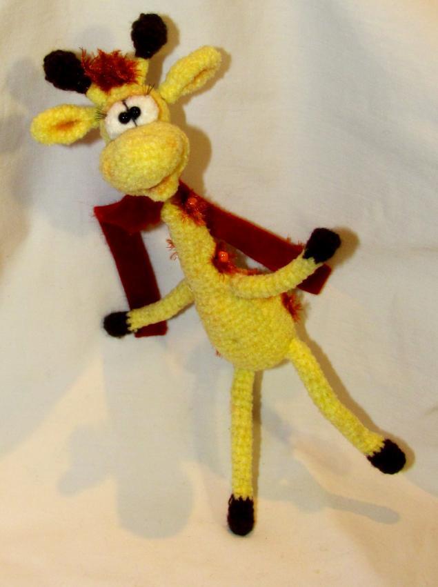 жираф, вязаная игрушка