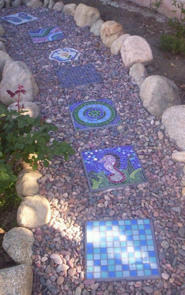 Дачная мозаика в саду своими руками 73