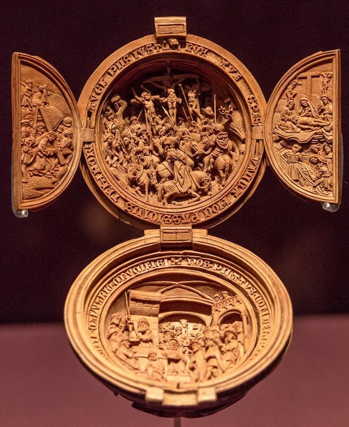 деревянная миниатюра