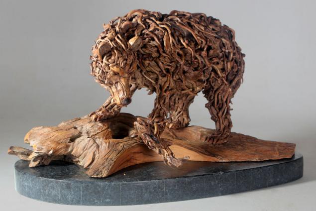 фото скульптур из дерева