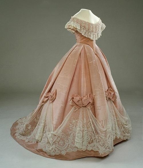 Платья из старинное кружево