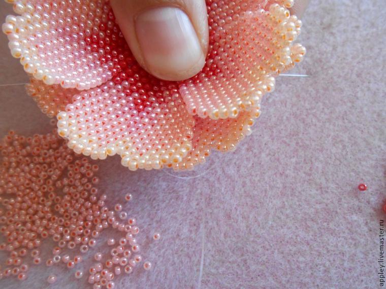 How to Make a Small Flower out of Beads, фото № 37