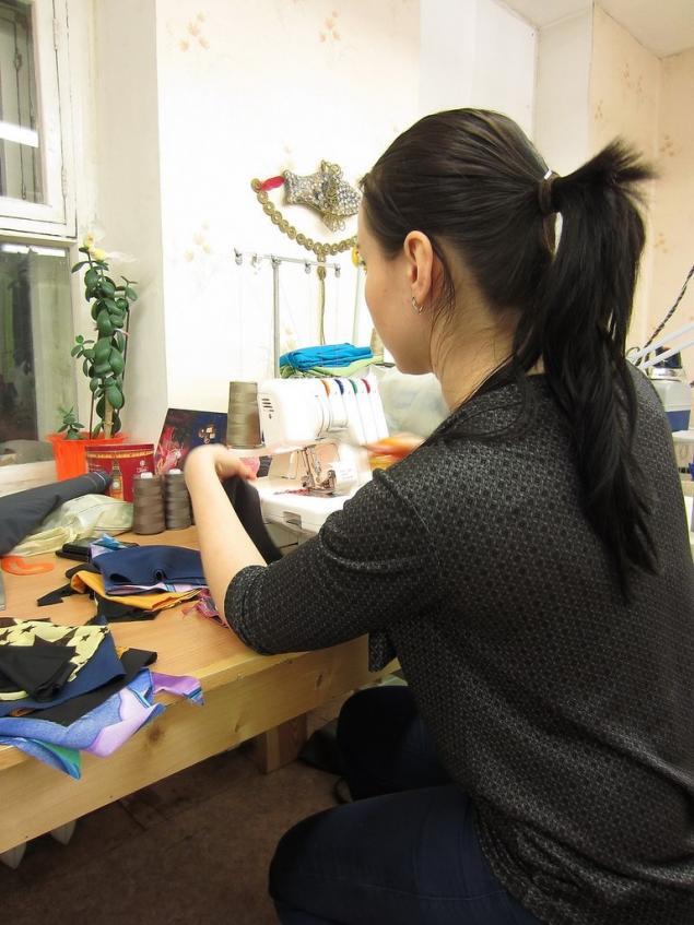 швейная машинка, уроки шитья, как заправить оверлок