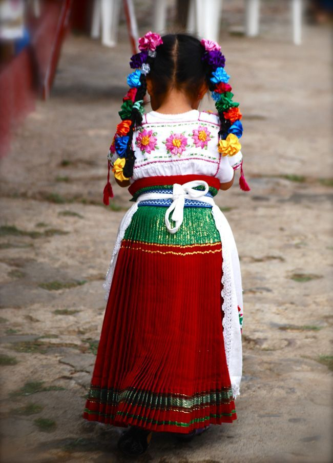 Little girl in traditional #Mexican outfit