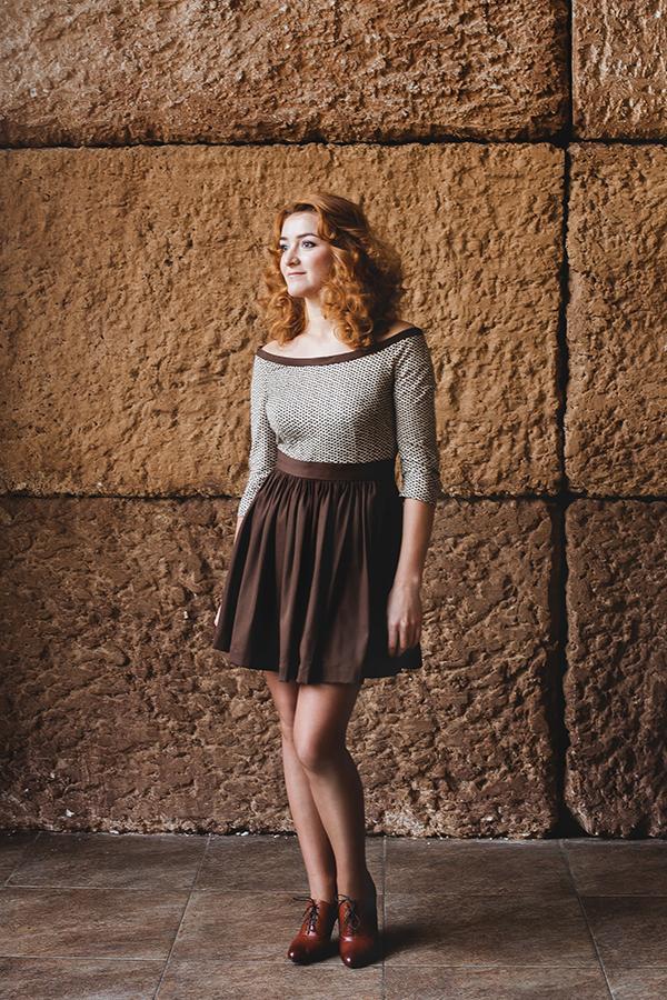 платье с пышной юбкой, коричневое платье, платье с длинным рукавом, дизайнерское платье, из натуральной ткани, декольтированное платье, хлопок, платье от александры
