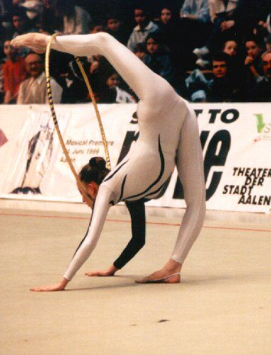 На тренировке по гимнастике девушка еро фото 415-63