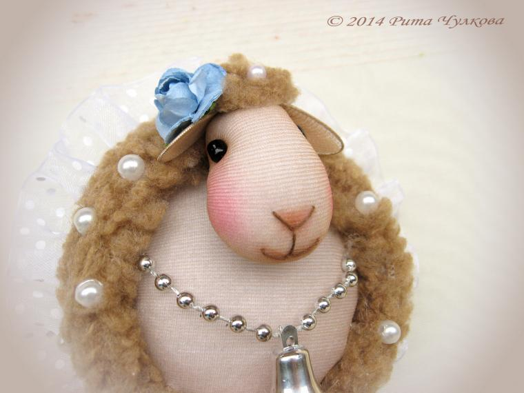 акция магазина, распродажа кукол, скидка 15%, овечка в подарок