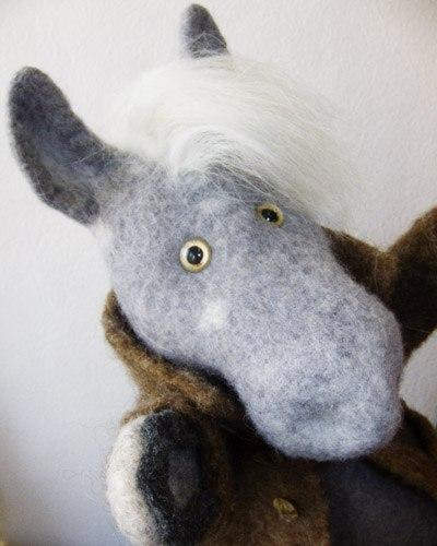 валяние, игрушка на руку, конь