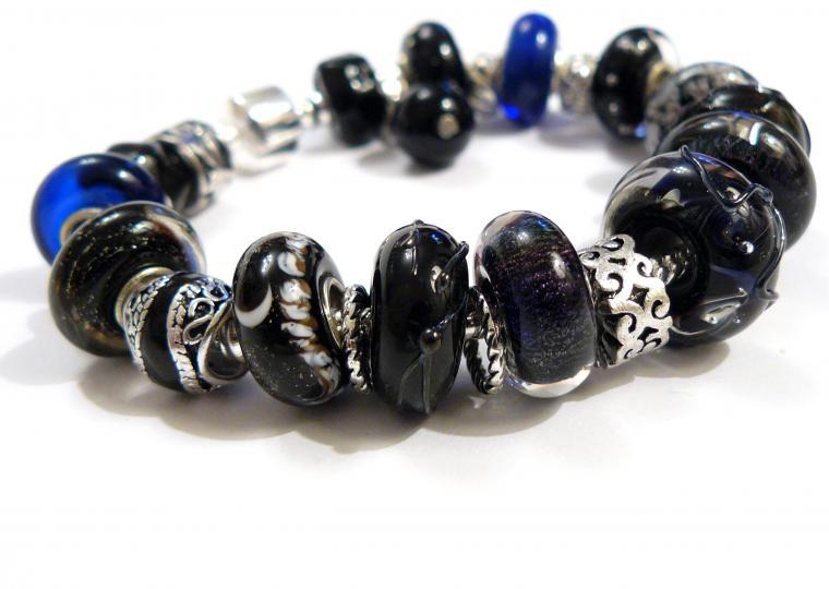 браслет в стиле пандора, авторский лэмпворк, ручная работа, бусины пандора стекло, черно-сине-фиолетовый, сделано с любовью