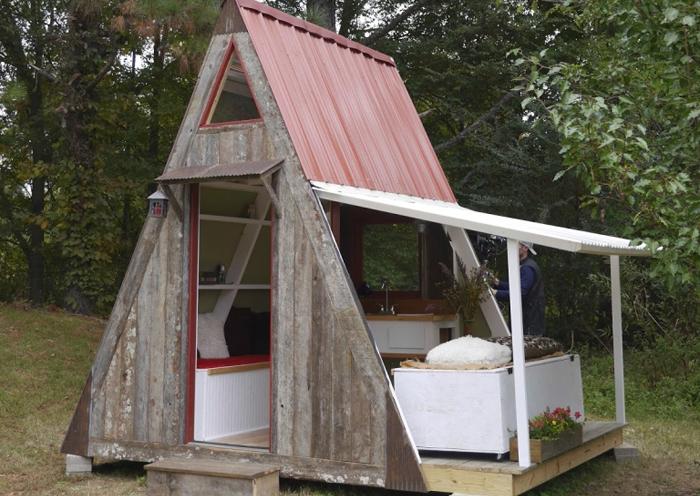 Небольшой летний домик на дачу своими руками