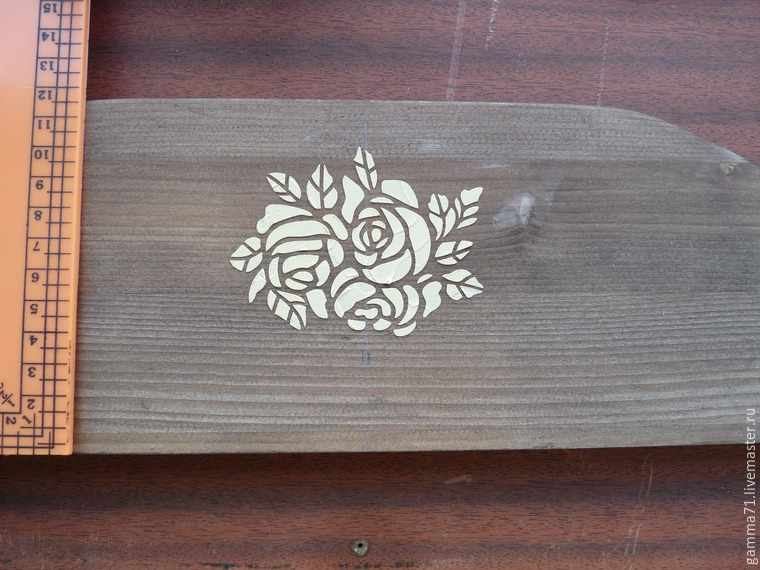 Decorating a Wooden Shelf with a Stencil, фото № 3