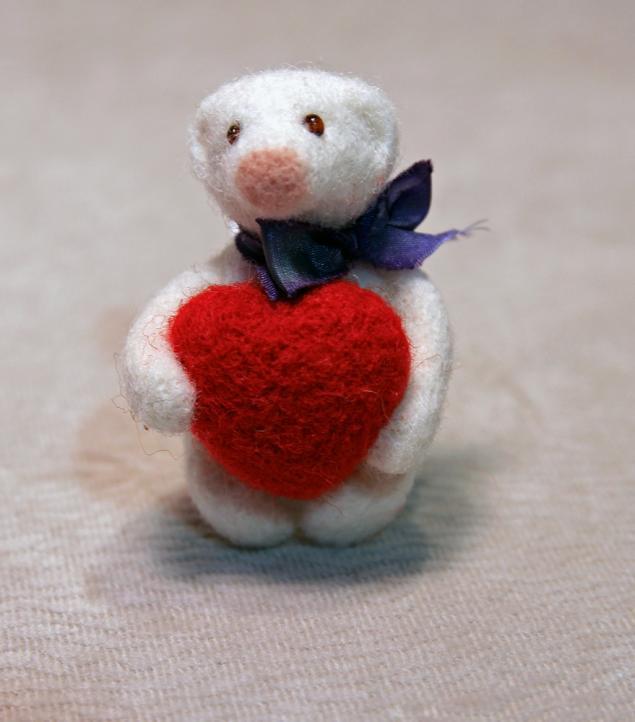 брошь из войлока, валяная брошь, сухое валяние игрушки, мастер-класс, медвежонок, день святого валентина