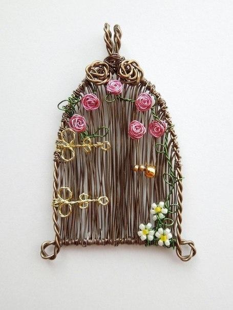 Проволочные кулоны-картины Louise Goodchilde, фото № 11