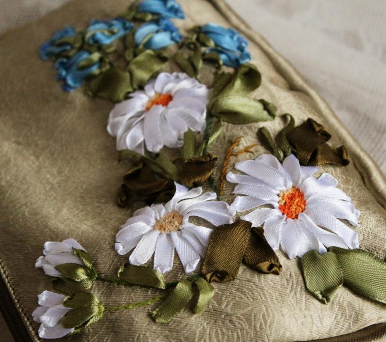 вышитые цветы