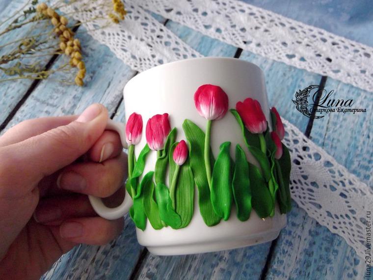 посуда с декором, кружка на подарок, тюльпаны из полимерной, тюльпаны из глины, мастер-класс