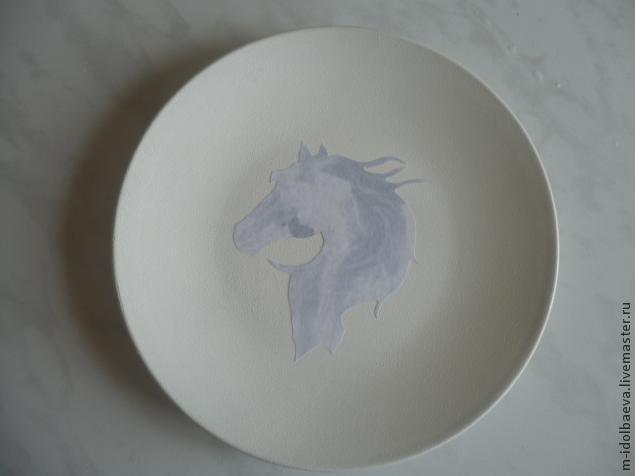 круглая тарелка