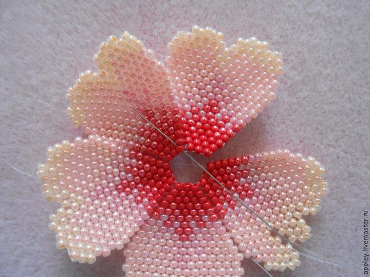 How to Make a Small Flower out of Beads, фото № 32
