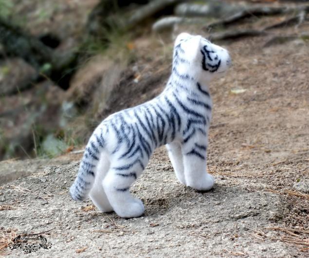 тигрёнок из шерсти