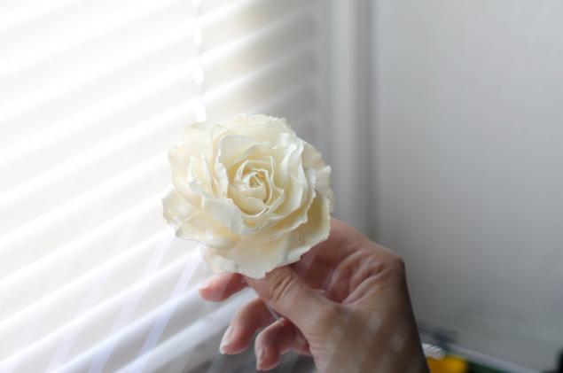 Брошь из ткани роза