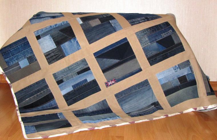 Одеяло из джинсовых лоскутковграфиями как сшить