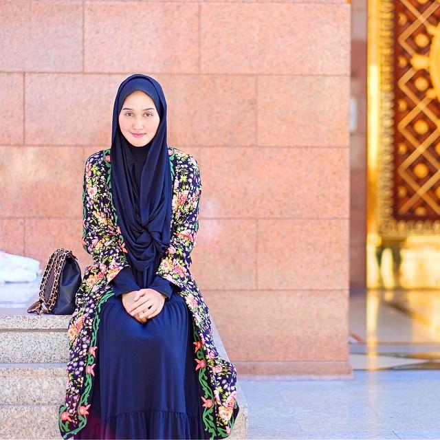 ad9e6bcfce37 Диан Пеланги — дипломат, бизнес-леди и молодой индонезийский дизайнер,  черпающий вдохновение из мирового исламского сообщества, создающий моду —  от сердца.