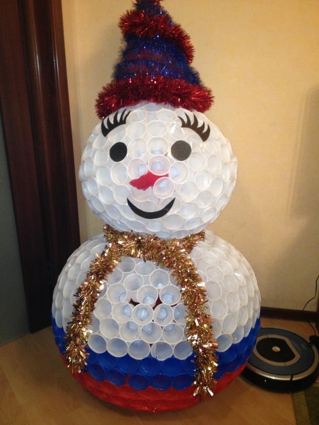 Поделка снеговик из пластиковых стаканчиков своими руками