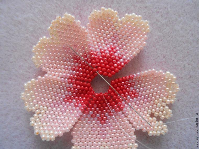 How to Make a Small Flower out of Beads, фото № 35