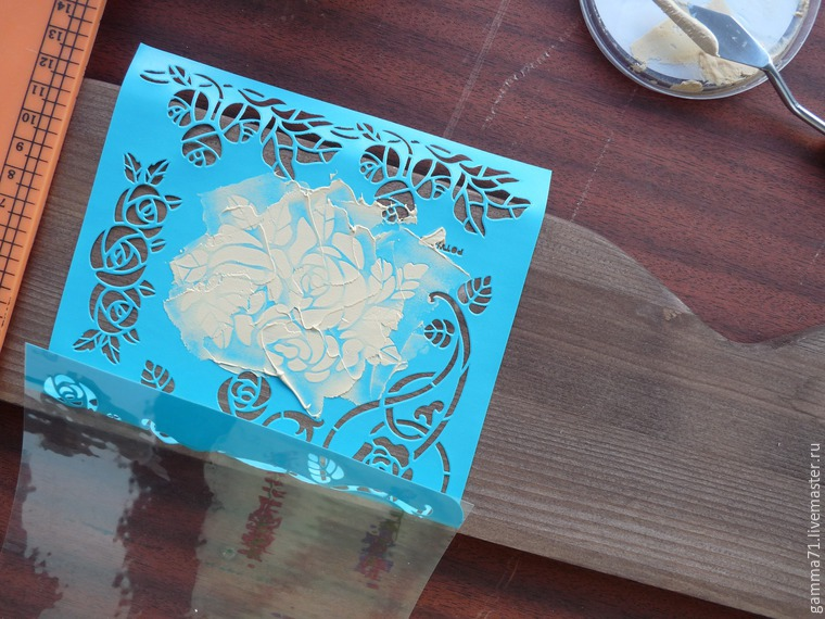 Decorating a Wooden Shelf with a Stencil, фото № 2